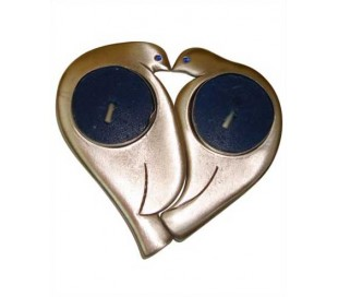 פמוטים בעיצוב לב וזוג יונים